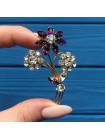 Брошь с кристаллами, имитирующими бриллианты и аметисты