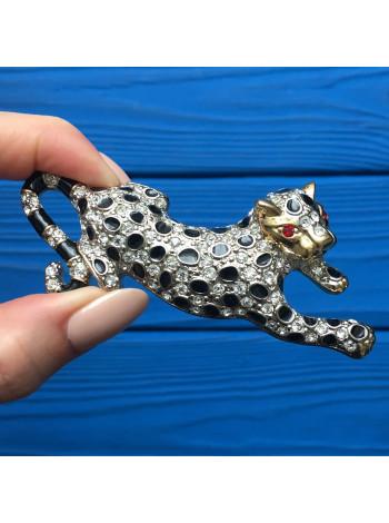 Брошь в форме хищной кошки с кристаллами