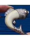 Брошь в форме рыбы из кости