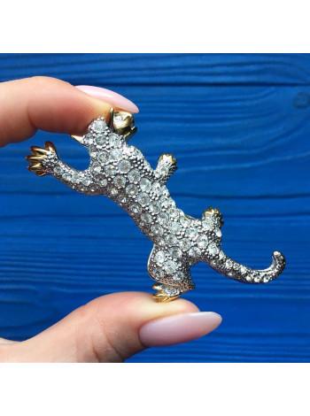 Брошь в форме хищной кошки с искристыми кристаллами