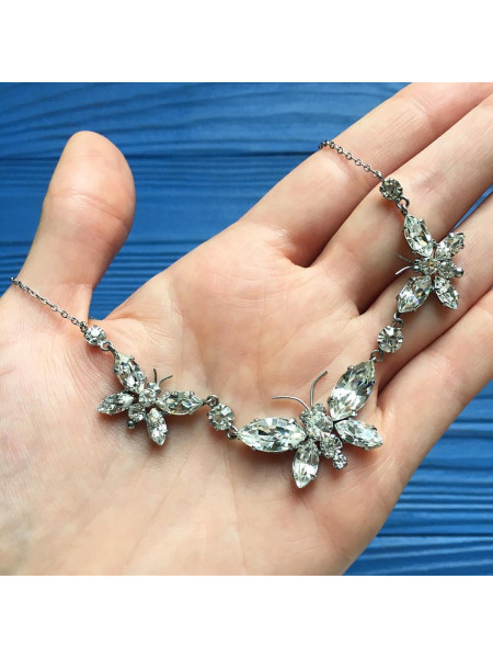 Колье с бабочками с искристыми кристаллами