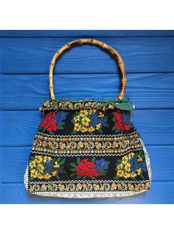 Винтажная сумочка с вышивкой, эффектной бамбуковой ручкой и оригинальной застежкой