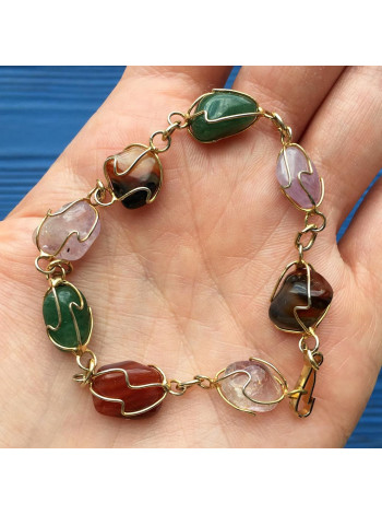 Нарядный браслет из разнообразия камней