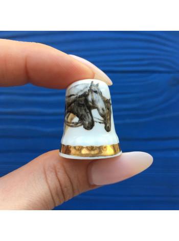 Коллекционный наперсток из костяного фарфора с лошадьми