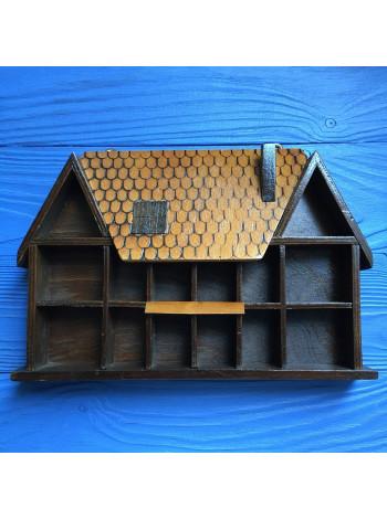 Деревянный домик для наперстков