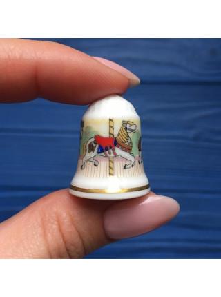 Коллекционный наперсток с каруселью лошадок от Royal Doulton
