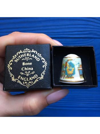 Коллекционный наперсток от Sutherland в оригинальной коробочке с изображением знаменитого гобелена из Байё