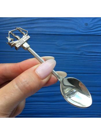 Коллекционная посеребренная ложечка с изображением английского галеона Golden Hind