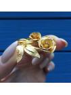 Нарядная объемная брошь в форме букета роз