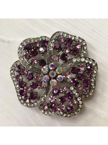 Брошь в форме цветка с кристаллами