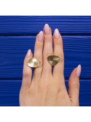 Элегантные запонки, выполненные из метала золотого оттенка