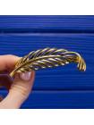 Элегантная брошь от Napier в форме пера с объемной текстурой