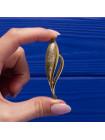Элегантная брошь от Napier в форме пера из качественного ювелирного сплав золотого оттенка