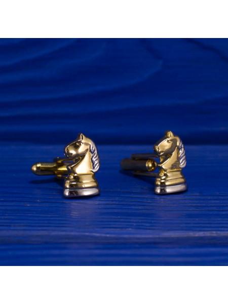 Элегантные запонки в форме шахматных коней