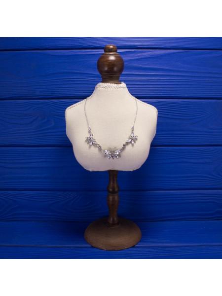 Удивительной красоты колье с бабочками, выполненными из искристых кристаллов