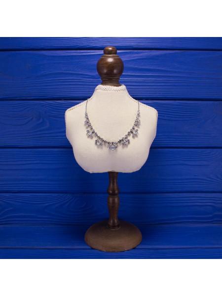 Элегантное колье в винтажном стиле с искристыми кристаллами,  имитирующими бриллианты