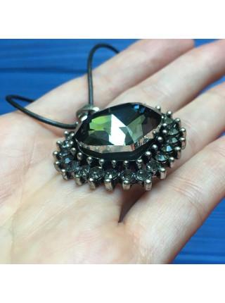 Эффектная подвеска с крупным кристаллом