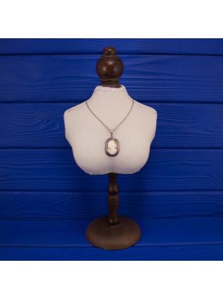 Элегантная подвеска с натуральной камеей на серебряной цепочке
