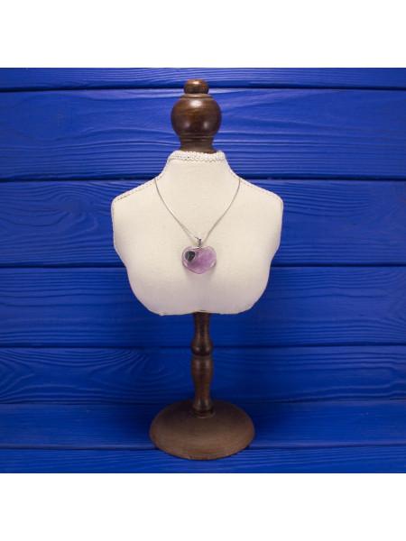 Кварц в форме сердца в серебре - очаровательная подвеска на серебряной цепочке