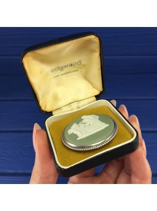 Серебряная брошь Wedgwood 1968 года