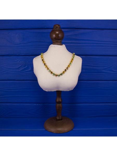 Элегантное винтажное колье, усыпанное искристым кристаллами, каждый из которых закреплен крапанами (лапками)