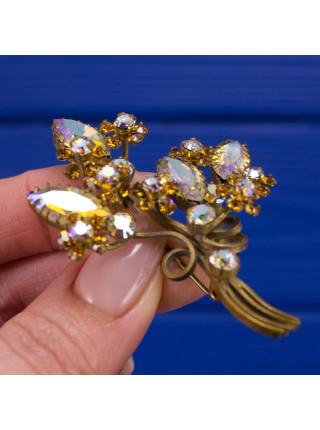 Брошь, украшенная кристаллами с покрытием Aurora Borealis