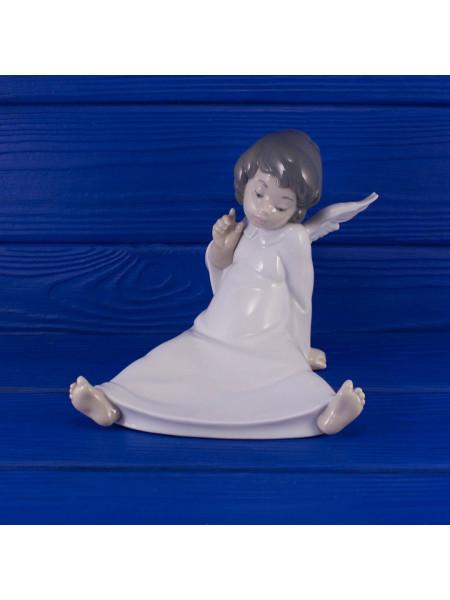 Фигурка сидящего малыша ангелочка Lladrо Naо