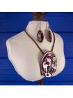 Эффектный комплект с цветами и бабочками - серьги и подвеска на кожаном шнурке