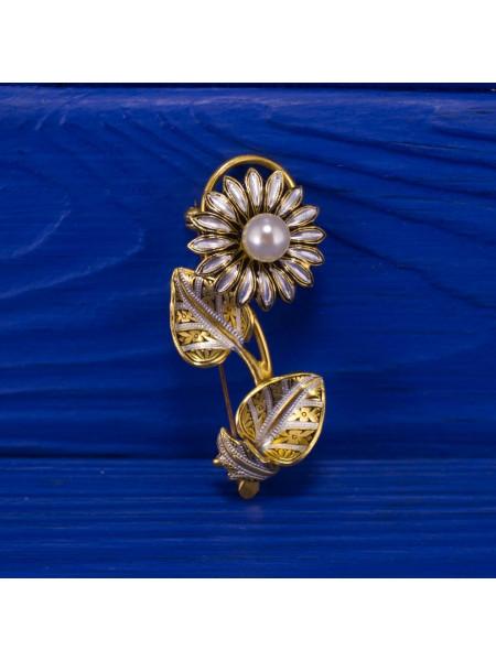 Брошь в стиле дамаскин, украшенная имитированной жемчужиной 1970 гг.