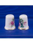 Пара коллекционных наперстков из английского костяного фарфора с цветами и золотым ободком