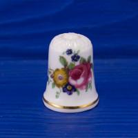 Коллекционный наперсток с нарядной шляпкой с букетом цветов от Markay
