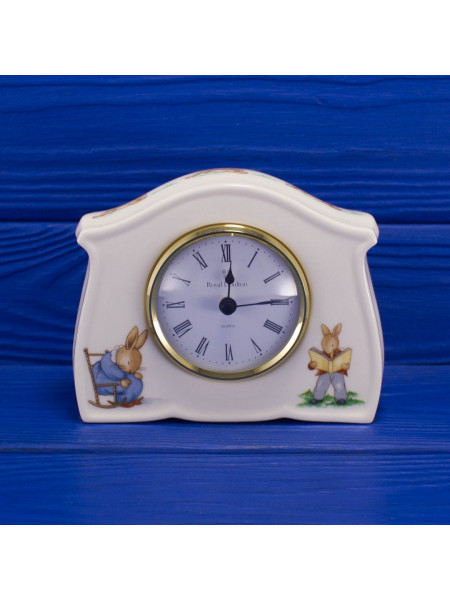 Часы Royal Doulton с иллюстрациями жизни семейства Bunnykins