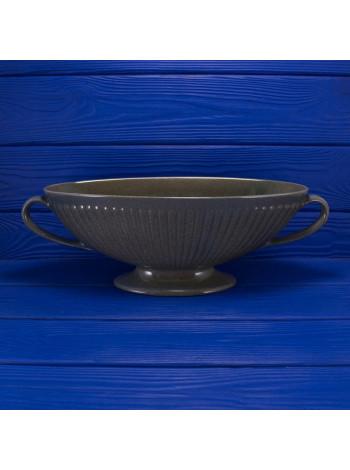 Каминная ваза редкого оттенка с ручками в форме ладьи от Wedgwood, of Etruria & Barlaston