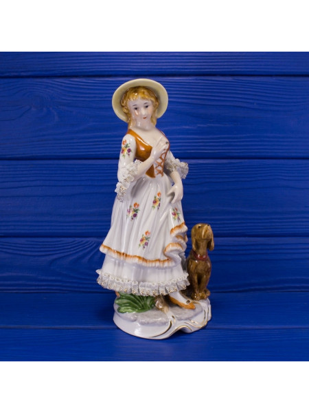 Изящная английская статуэтка девушки с собакой