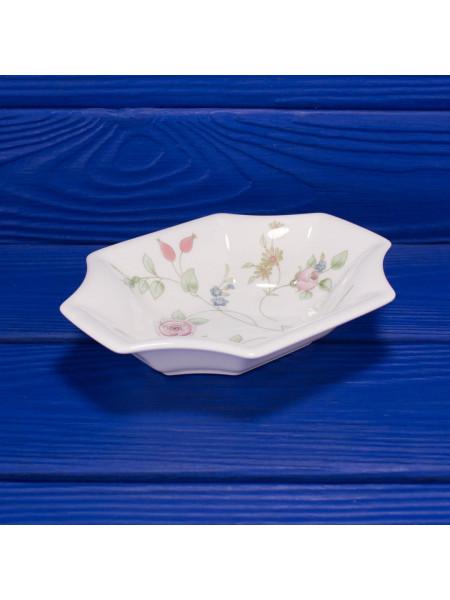 Блюдце для мелочей с нежным дизайном Rosehip от Wedgwood