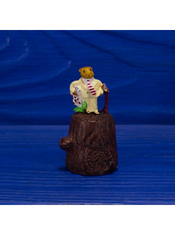Наперсток с фигуркой зверька в костюме и с тростью