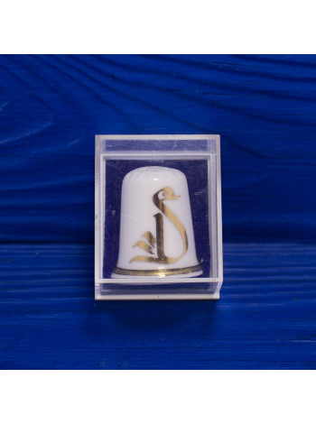 Интересный наперсток из костяного фарфора с золотым рисунком лебедя