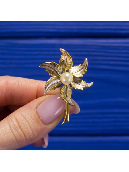 Брошь в форме цветка, выполненная в стиле дамаскин