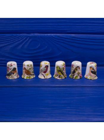 Комплект из шести нарядных фарфоровых наперстков с птицами