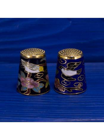 Пара коллекционных наперстков с птицами и цветами, выполненная в технике перегородчатая эмаль