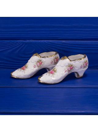 Пара туфелек из английского костяного фарфора дизайна Victoriana Rose от Paragon