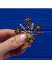 Винтажная брошь из Англии, украшенная искристыми кристаллами имитирующими бриллианты и аметисты