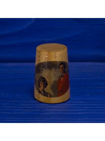 Коллекционный винтажный наперсток из древесины с изображением Принцессы Дианы и Принца Чарльза
