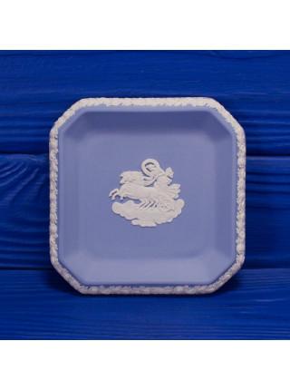 Коллекционная тарелка от Wedgwood с изображением колесницы в оригинальной коробочке