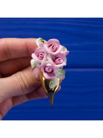 Милая винтажная брошь-букет с объемными фарфоровыми цветками розы, расписанными вручную