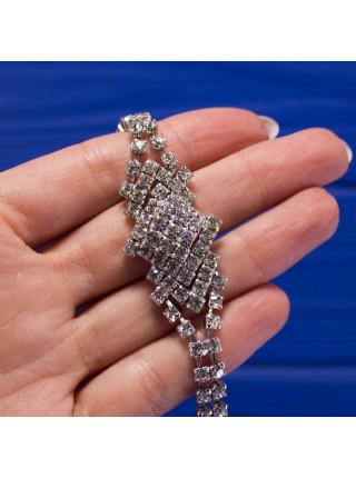 Сверкающий браслет с искристыми кристаллами, с возвышающимся ромбом из девяти кристаллов