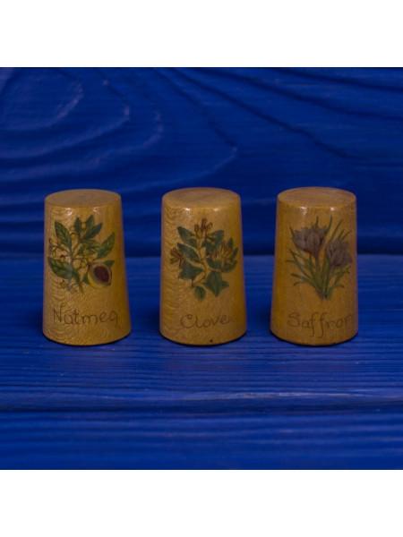 Трио коллекционных винтажных наперстков ограниченной серии из древесины смаковницы со специями - шафран, гвоздика и мускатный орех