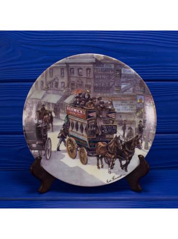 """Тарелка Royal Worcester """"The Omnibus"""" из коллекционной серии The Good Old Days"""