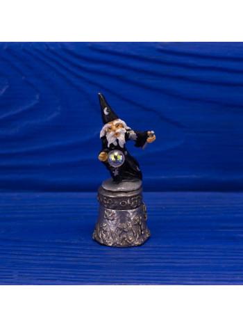 Металлический коллекционный наперсток с фигуркой волшебника Мерлина