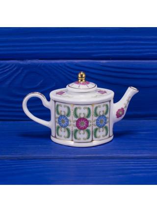 Очаровательный миниатюрный чайник
